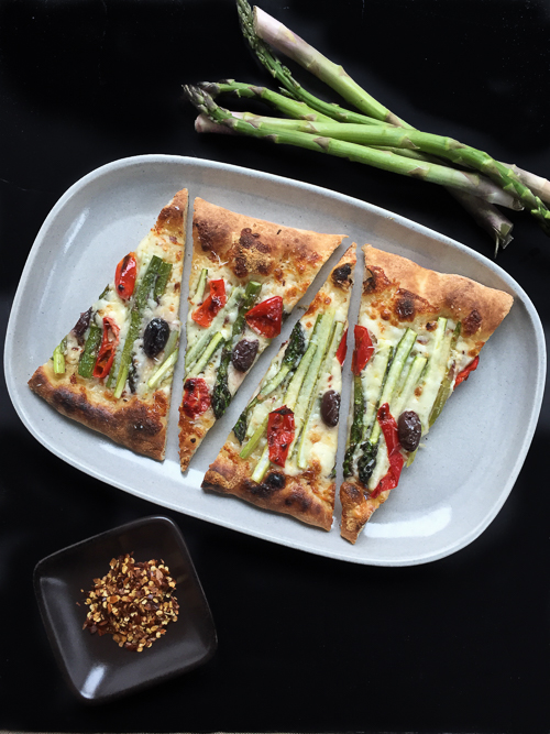 asparagus flatbread with kalamatas and mama lil's peppers|dailywaffle