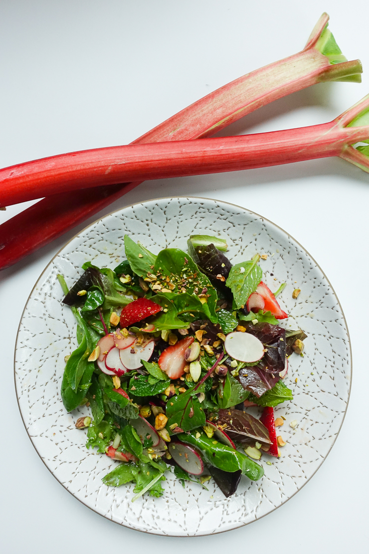 rhubarb strawberry radish salad